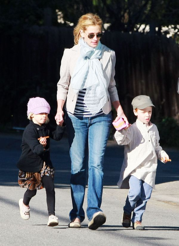 EXCLUSIVE... Julia Roberts and the Twins Eat, Play, and Love