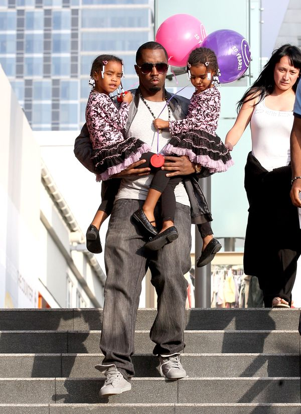 Daddy Diddy Takes His Girls ToThe Mall!