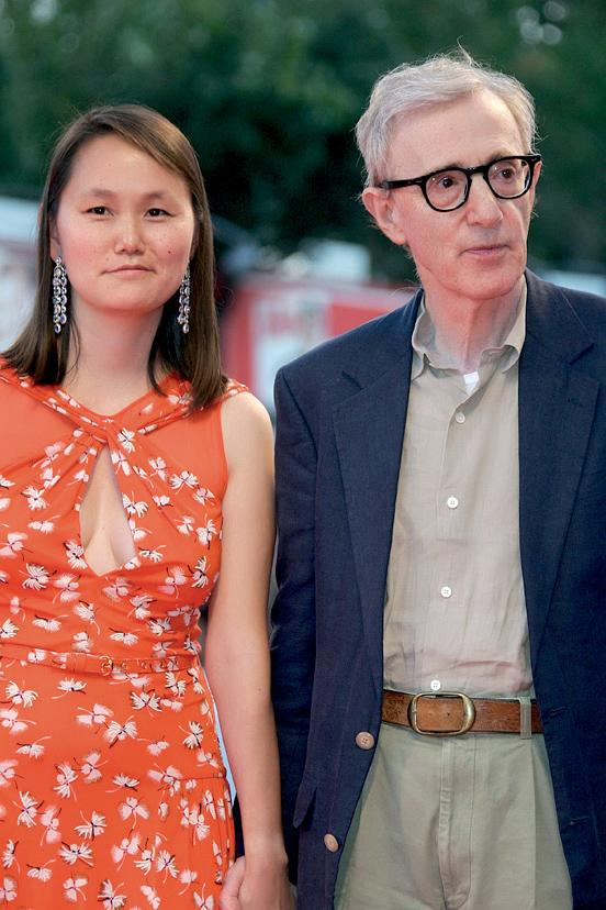 Woody Allen și Soon-Yi, actuala lui soție și fostă... fiică!