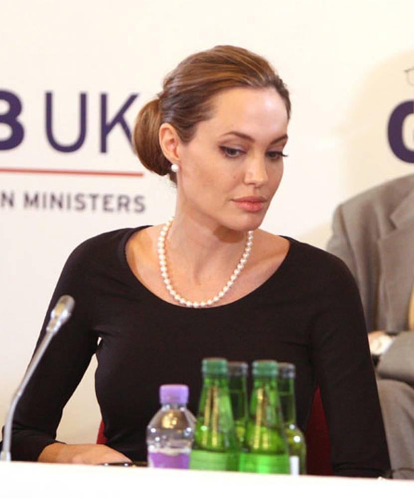 Angelina_Jolie_f9328a4e7a