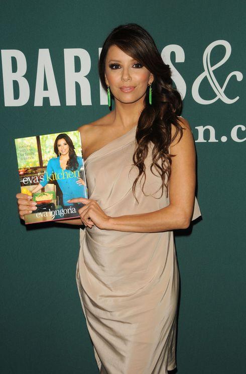 Eva Longoria Book Store Apperance for Eva's Kitchen