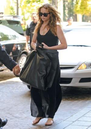 Jennifer Lawrence Looks Hot In Black