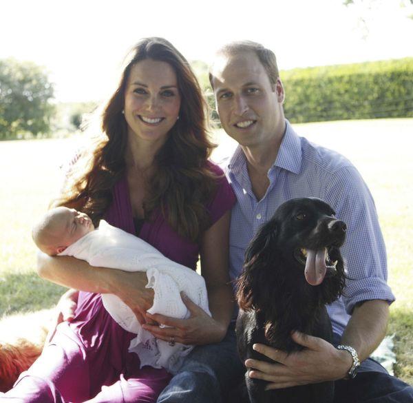 Photos officielles du Prince William, de sa femme Catherine Kate Middleton, et de leur fils le Prince George de Cambridge, a Londres