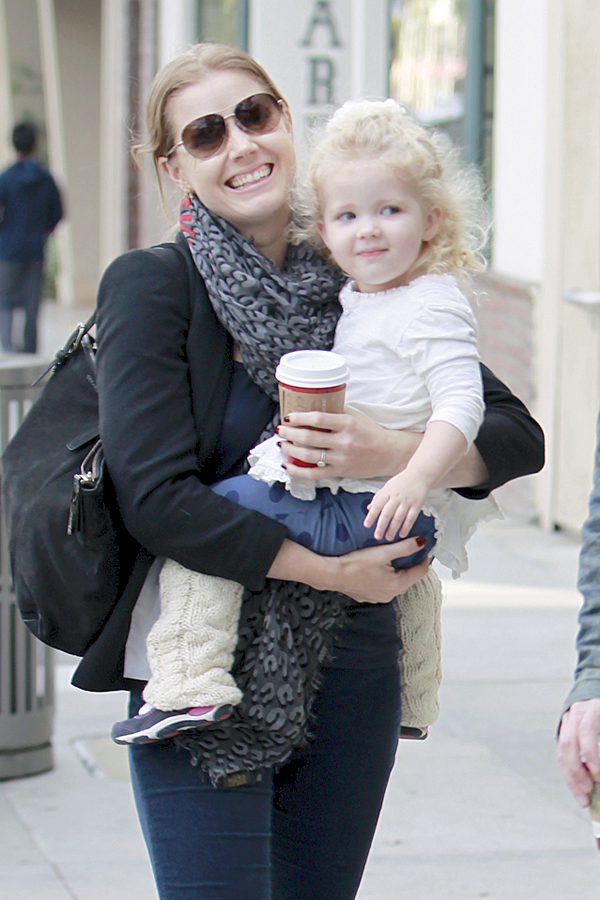 Amy Adams And Family Enjoy Lunch In Beverly Hills