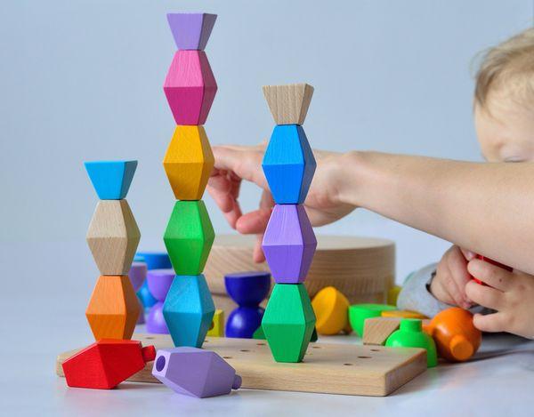 Jucarie din lemn Micuta Coloana Infinita designer Minitremu