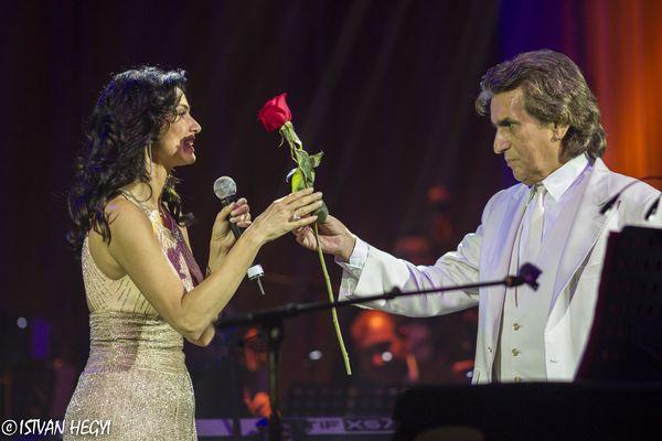 Ramona Badescu si Toto Cutugno pe scena Salii Palatului