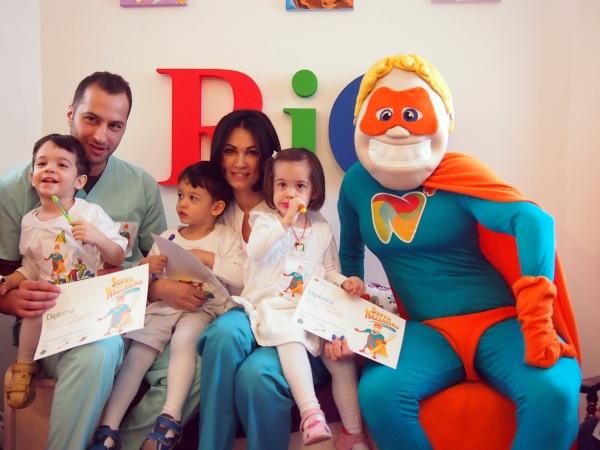 Medicul stomatolog Belal Nijim, Nicoleta Luciu, gemenii si mascota Nazarino