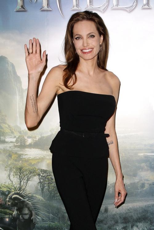 ANGELINA JOLIE - PHOTOCALL DU FILM 'MALEFIQUE' A L'HOTEL BRISTOL.