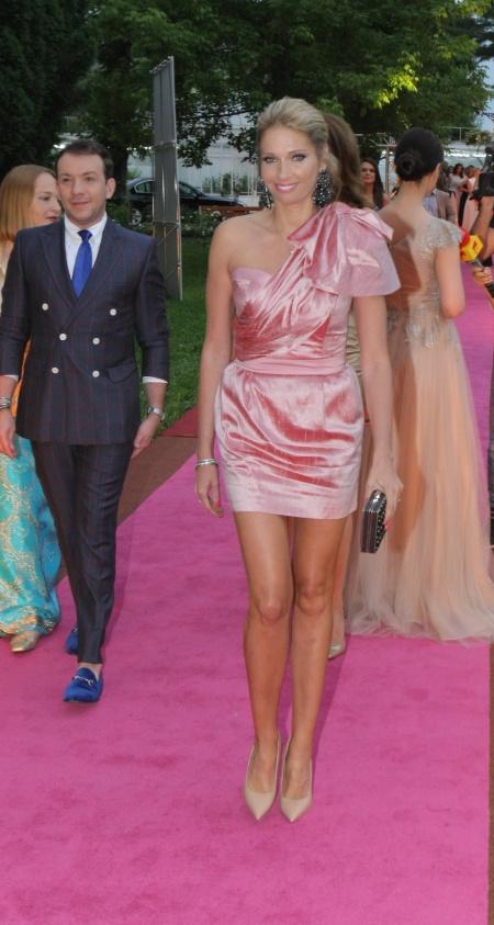 Ileana Badiu (rochie Stephan Pelger)