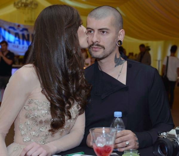 Vali Barbulescu si iubita lui, Delia