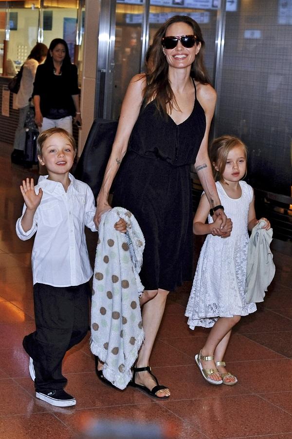 Angelina Jolie cu Vivienne si Knox - Viva.ro