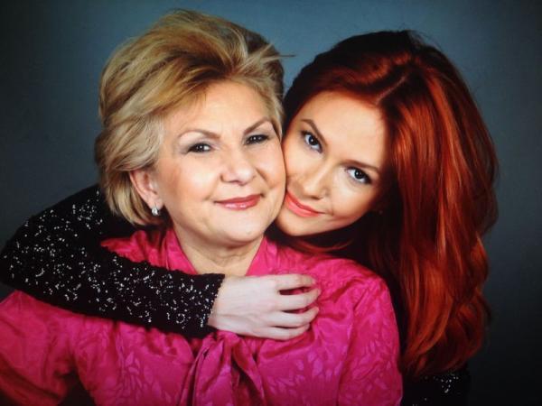 Adela Popescu si mama ei