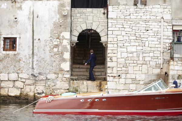 Bond at the Boat HNK1
