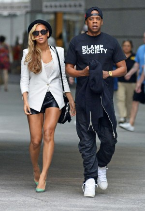 51118789 Couple Beyonce and Jay-Z out on a movie date to watch 'Iron Man 3' in Battery Park in New York City, New York on June 2, 2013 FameFlynet, Inc - Beverly Hills, CA, USA - +1 (818) 307-4813
