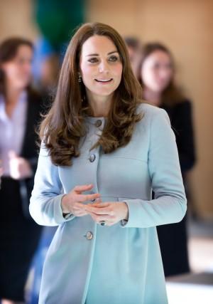 Catherine Herzogin von  Cambridge eröffnet Kensington Leisure Centre in London / 190115 ***Catherine Duchess fron Cambridge opens the Kensington Leisure Centre in London