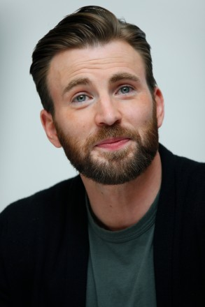 """Chris Evans - Conférence de presse pour le film """"The Avengers: Age of Ultron"""" à Burbank le 11 avril 2015. Embargo until May 11th 2015 in USA. NO TABLOIDS IN USA. Scarlett Johansson, who stars in the movie """"The Avengers: Age of Ultron"""", on April 11th 2015 in the Walt Disney studios, in Burbank, California."""