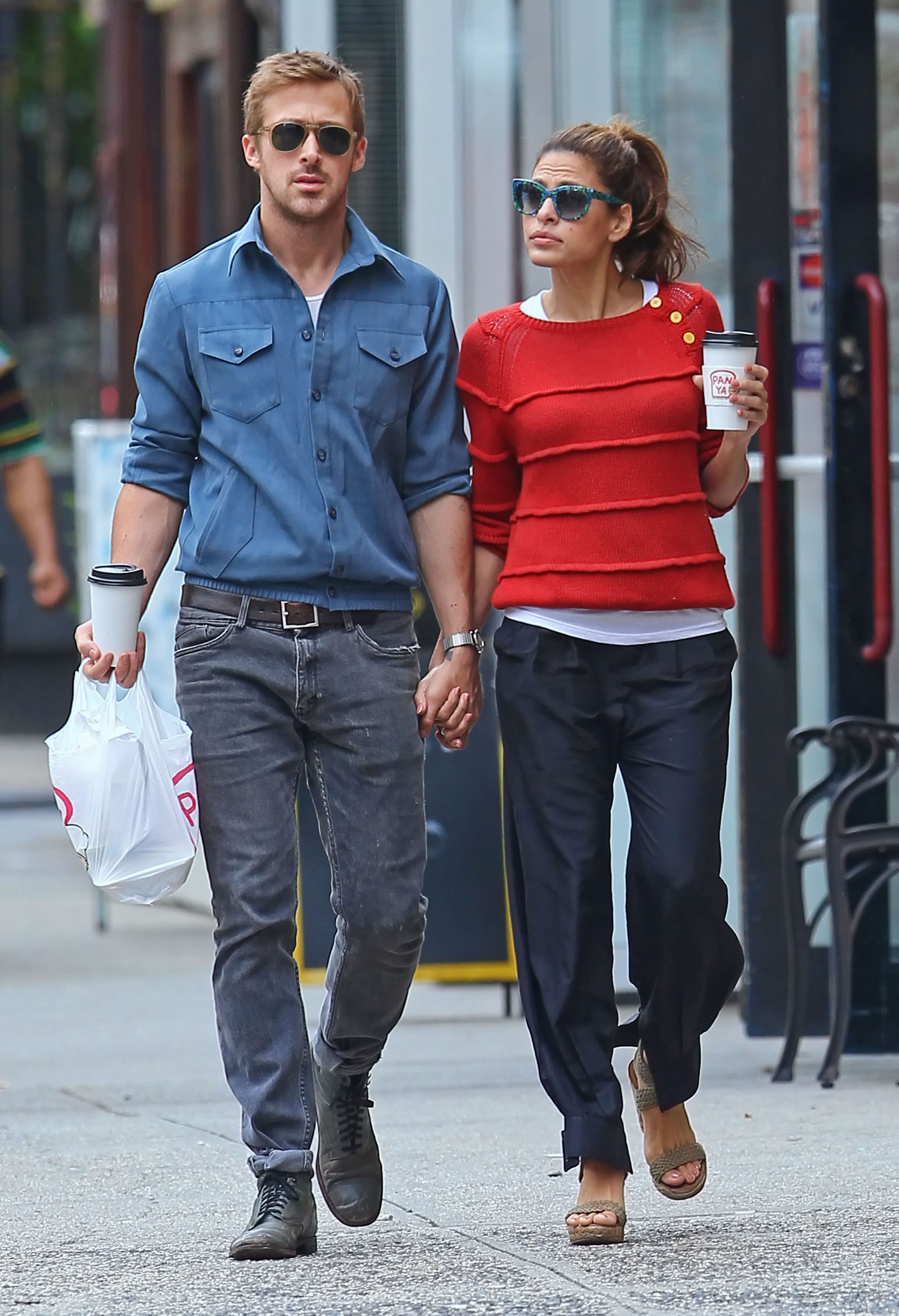 9070153 Couple Ryan Gosling and Eva Mendes hold hands after grabbing lunch in New York City, New York on May 10, 2012. FameFlynet, Inc. - Santa Monica, CA, USA - +1 (818) 307-4813
