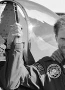 """Alături de Tom Neil, un veteran al forţelor aeriene britanice, care a participat la Batălia Angliei. Întâlnirea cu acesta a fost unul dintre """"cele mai memorabile momente din 2015"""" pentru Harry"""