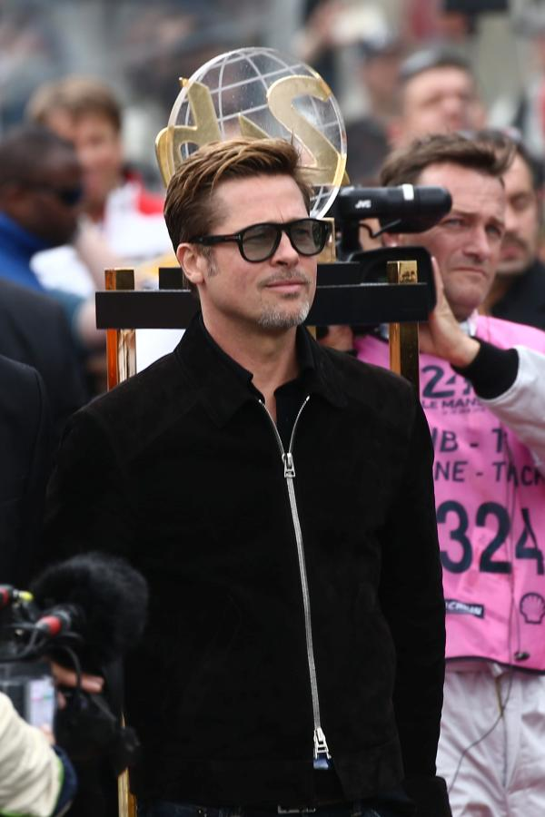 Brad Pitt, permanent în atenția media...