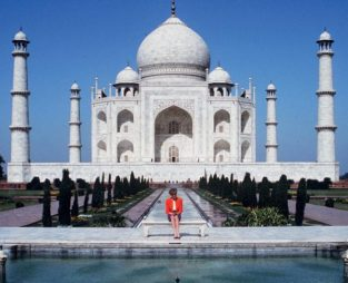 13 februarie 1992: în timpul unei călătorii în India alături de Prințul Charles, Prințesa Diana a ajuns să viziteze singură Taj Mahal