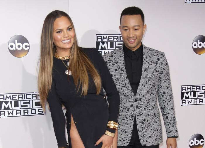 chrissy-teigen-si-john-legend2