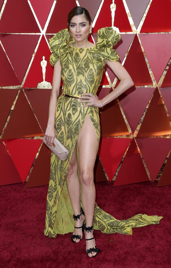Poate cea mai nereușită apariție de pe covorul roșu al premiilor Oscar de anul acesta aparține actriței Blanca Blanco. Volanele supradimensionate de pe umeri, cureua și decupajul mult prea mare de pe picior ce nu i-a permis actriței sa poarte lenjerie, fac din întreaga ținută una greu de digerat. Sofia Boutella