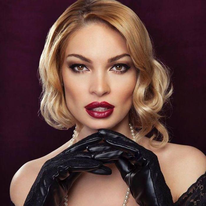 Valentina Pelinel Bio