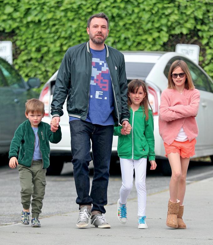 Ben Affleck, alături de cei trei copii ai lui și ai lui Jennifer - Violet, Seraphina și Samuel.