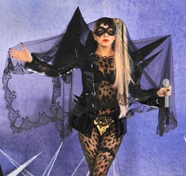 Una dintre aparițiile obișnuite ale lui Lady Gaga...