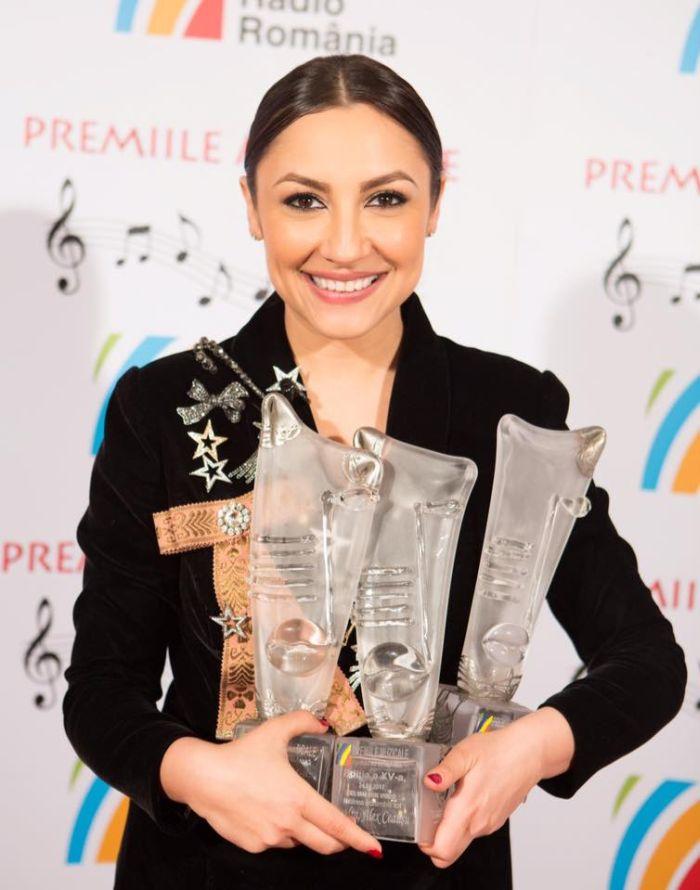 Andra și Delia, marile câștigătoare la gala Premiilor ...