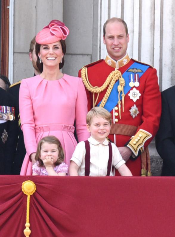 Kate Middleton, Prințul William și cei doi copii mai mari ai lor - Prințesa Charlotte și Prințul George.