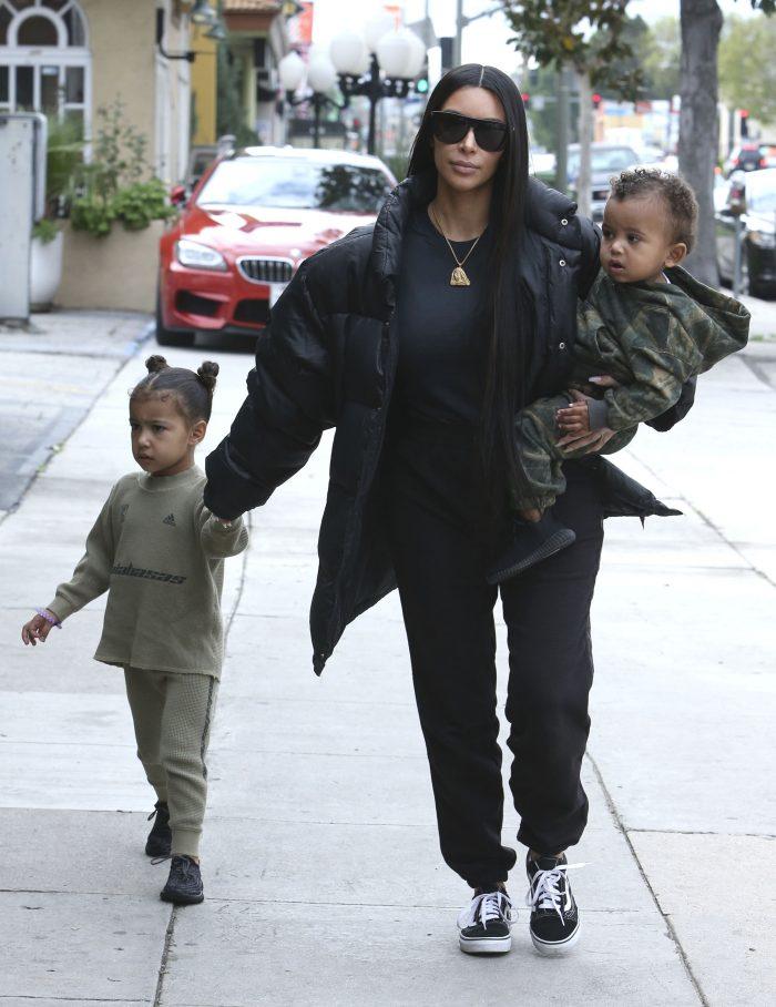 Kim, alături de North West (4) și Saint West (1).