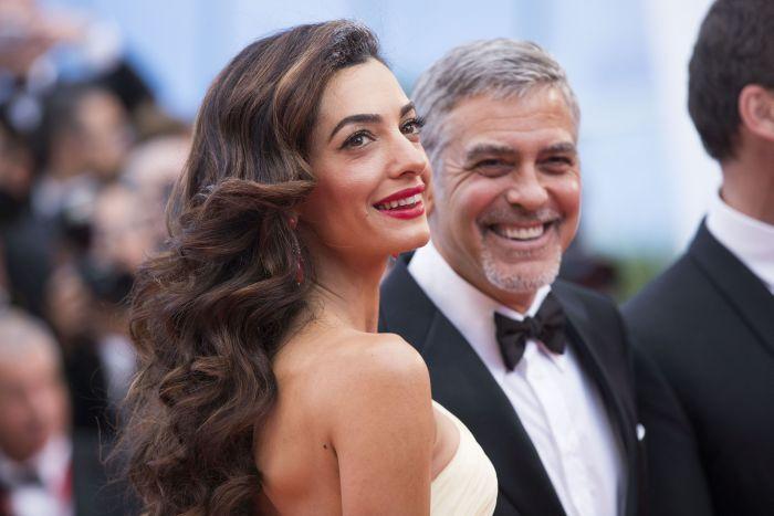 """George Clooney și Amal Alamuddin Clooney, cea care l-a """"vindecat"""" pe actor de burlăcie."""