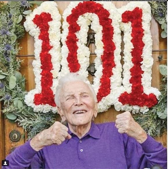Kirk Douglas a împlinit 101 ani în decembrie.