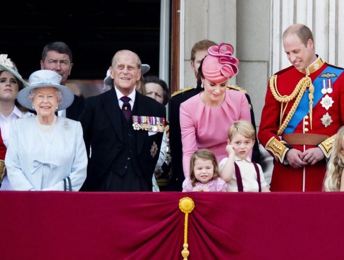Regina și nepoții ei preferați.