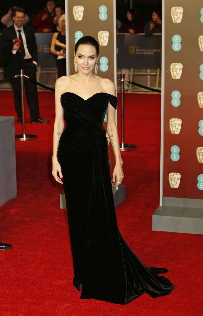 Angelina Jolie se mărită! Soțul nr. 4 este un miliardar britanic.