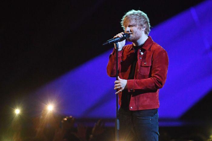 Ed Sheeran a performat pe O2 Arena, în Londra, la Brit Awards. Atunci au remarcat toți fanii inelul de pe mâna sa stângă...