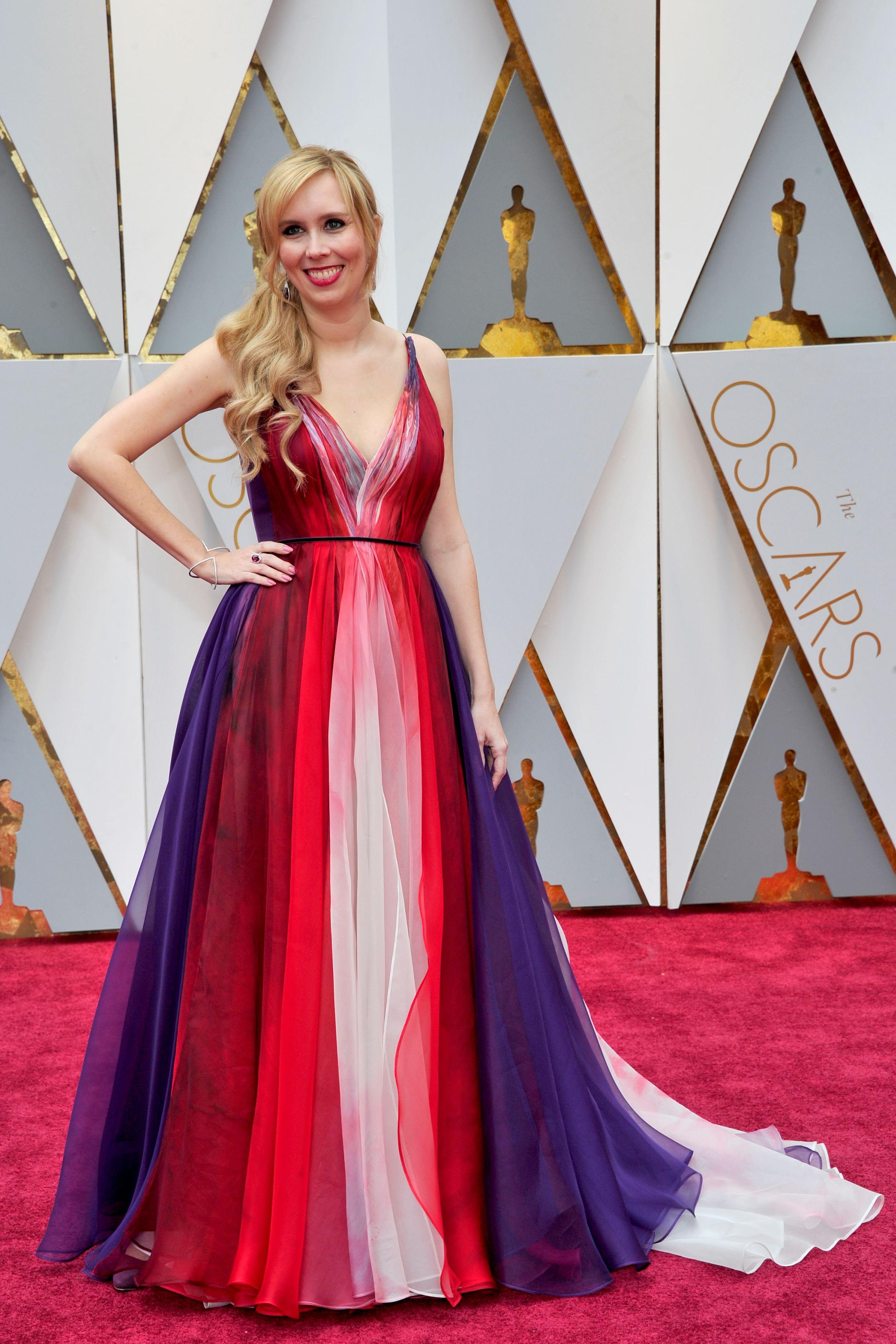 Allison Schroeder a afișat o rochie mult prea colorată pentru un astfel de eveniment, precum Oscarul