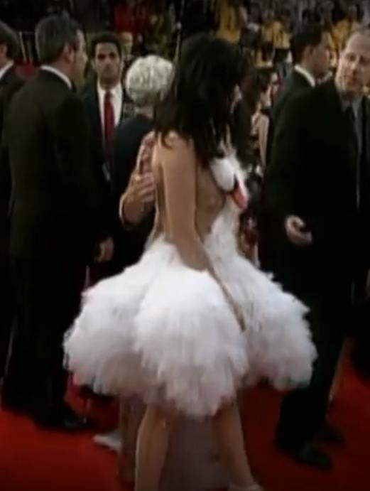 Bjork a intrat în istoria Oscarurilor cu această rochie