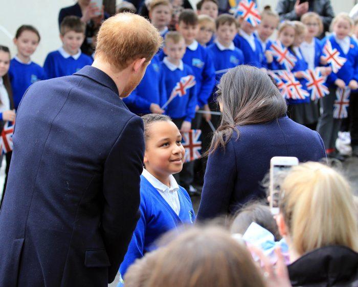 Prințul Harry și Meghan Markle, alături de micuța Sophia Richard, care vrea să devină actriță.