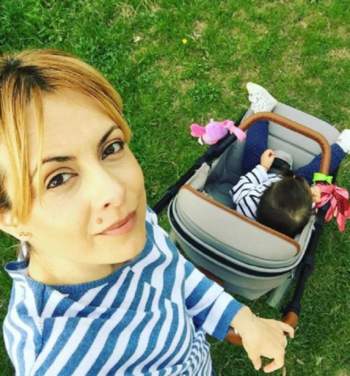 Simona Gherghe şi Fiica Sa Vivaro