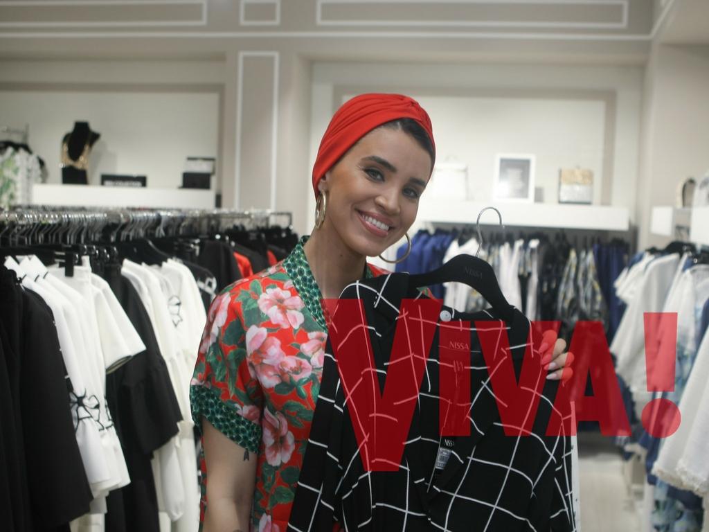 Adelina Pestritu face cumparaturi la VIVA Shopping with stars