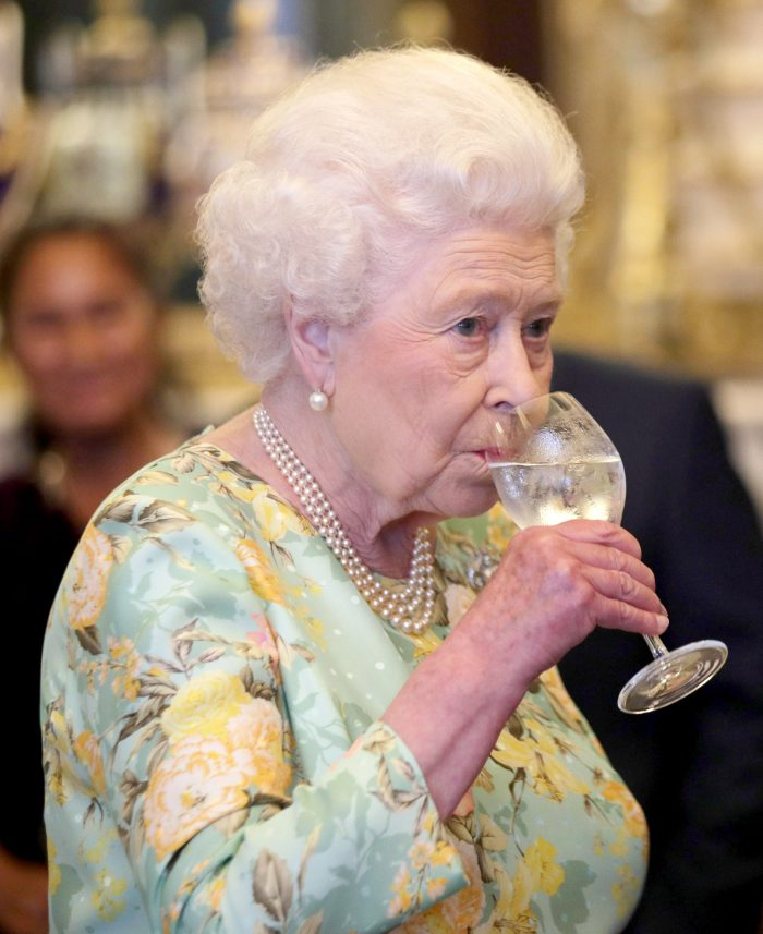 Regina Elisabeta a II-a nu suportă pastele, în schimb adoră puiul și legumele.,
