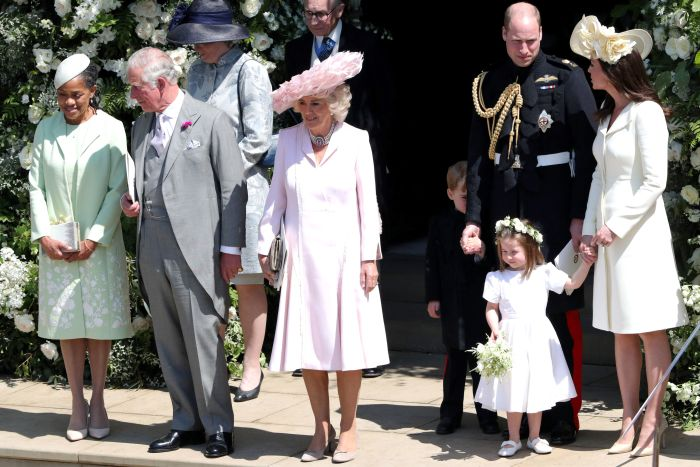 Doria Ragland (mama miresei), alături de Prințul Charles, Camilla, Prințul William, Kate Middleton și cei doi copii ai lor - Prințul George și Prințesa Charlotte.
