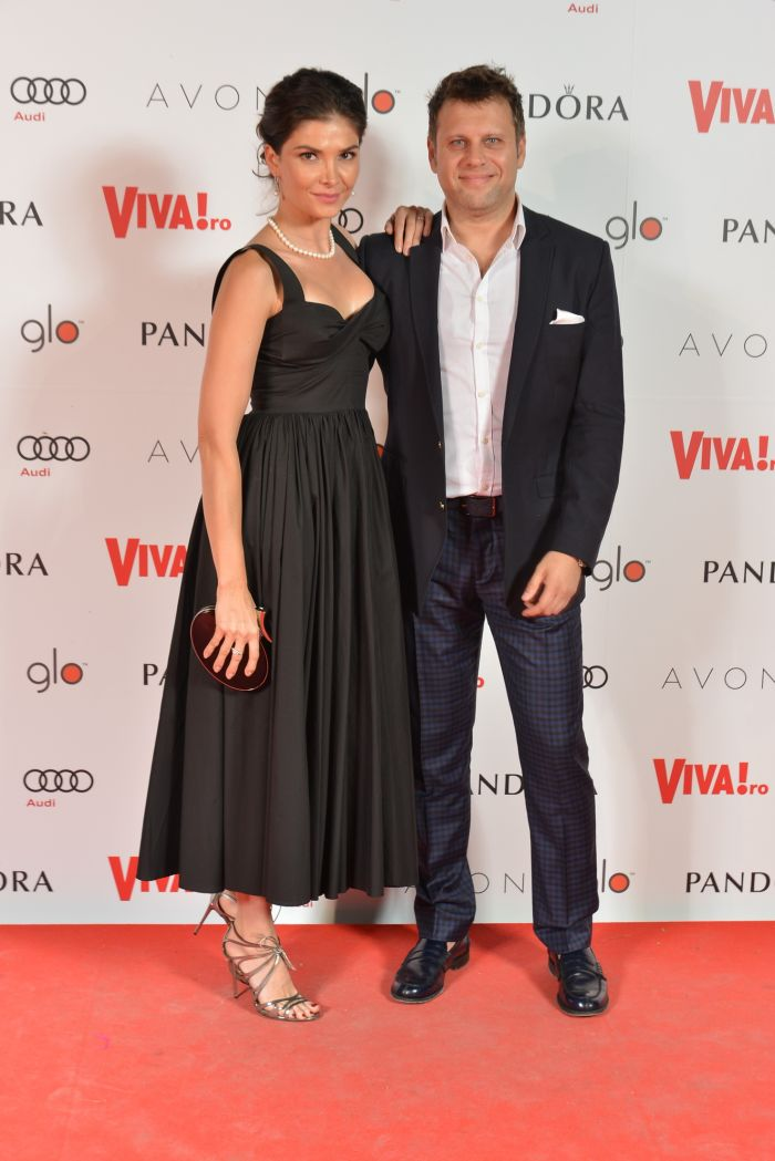 Alina Pușcaș - rochie Lin Apparel) și Mihai Stoenescu