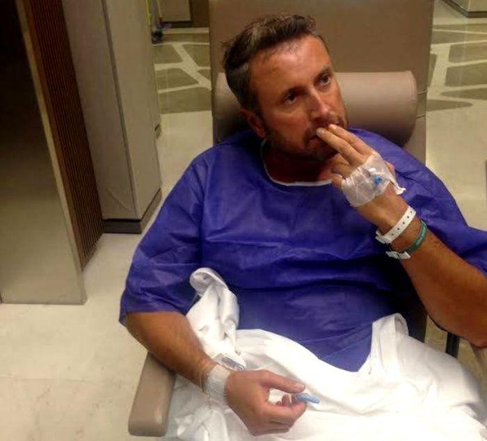 Cătălin Botezatu ia pastile cu pumnul după operaţia la inimă
