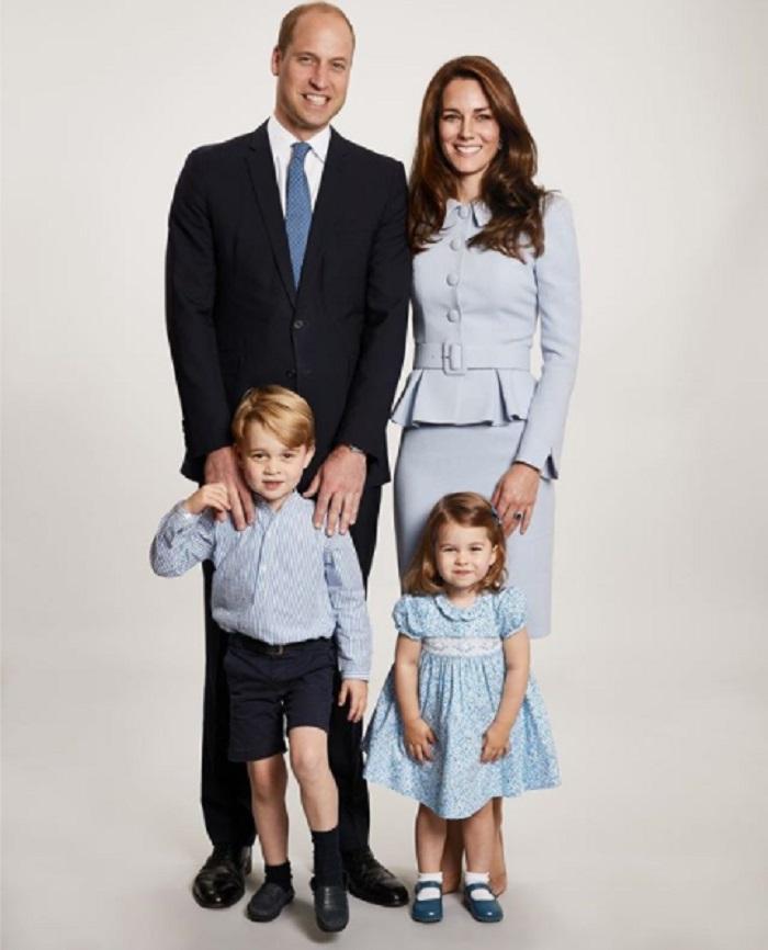 Poză oficială de familie. Acum, familia s-a mărit cu încă un membru - Prințul Louis.