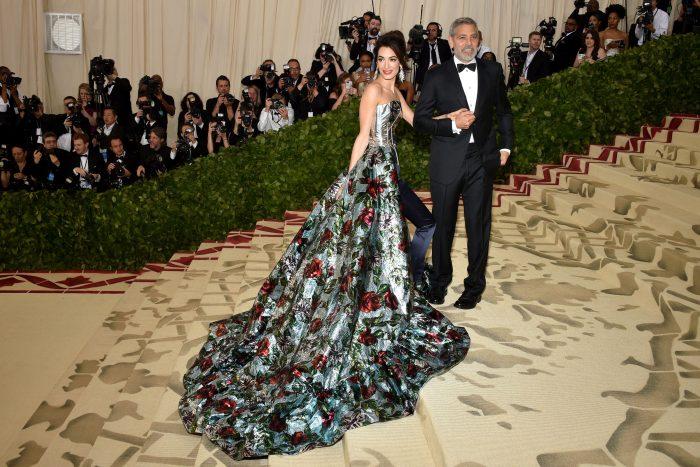 George și Amal Clooney sunt unul dintre cele mai frumoase cupluri de la Hollywood. Cei doi au devenit părinți anul trecut, în iunie.