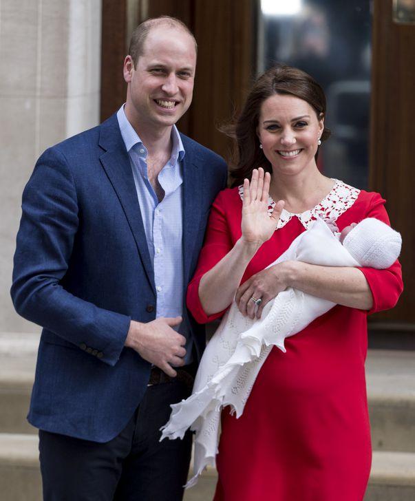 Copiii lui Kate Middleton vor avea Cambridge drept nume de familie, spre deosebire de tatăl lor, care se numește Wales.
