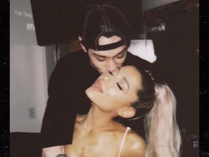 Ariana Grande s-a logodit cu Pete Davidson.